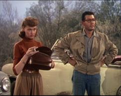 Ann Robinson e Gene Barry na clássica versão  cinematográfica de 1953