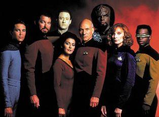 A tripulação da Enterprise-D. No centro, o Capitão Picard (Patrick Stewart)