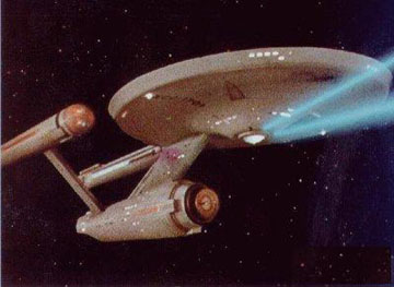 A Enterprise NCC-1701 dispara os phasers