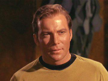 O Capitão James T. Kirk (William Shatner)