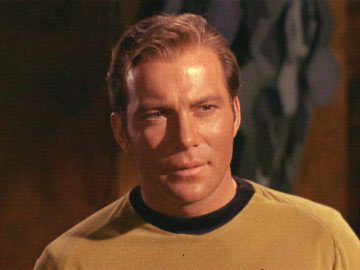 O Capitão James T. Kirk (William Shatner)