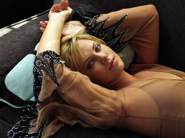 Charlize-charlize-theron-1693652-1024-768