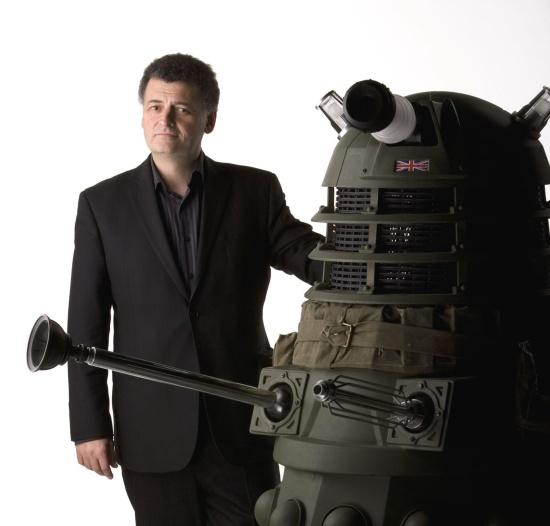 Steven Moffat preparando-se para deixar Doctor Who, mas não totalmente...