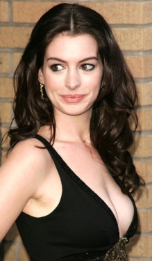 anne_hathaway-the_dark_knight_rises-10