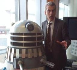 O novo Doutor e um amigo Dalek