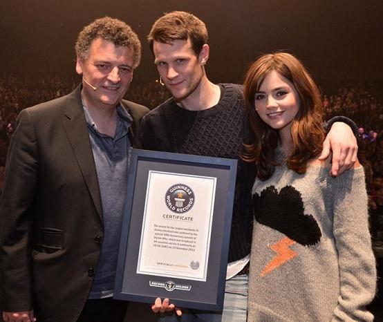 Moffat,Smith e Coleman recebem o certificado do Livro Guinness de Recordes