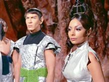 Stonn (Lawrence Montaigne) e TPring (Arlene Martel) em Jornada nas Estrelas (1967)
