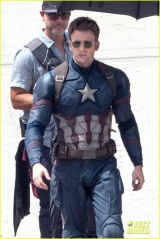 chris-evans-anthony-mackie-get-to-action-captain-america-civil-war-02