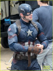 chris-evans-anthony-mackie-get-to-action-captain-america-civil-war-10