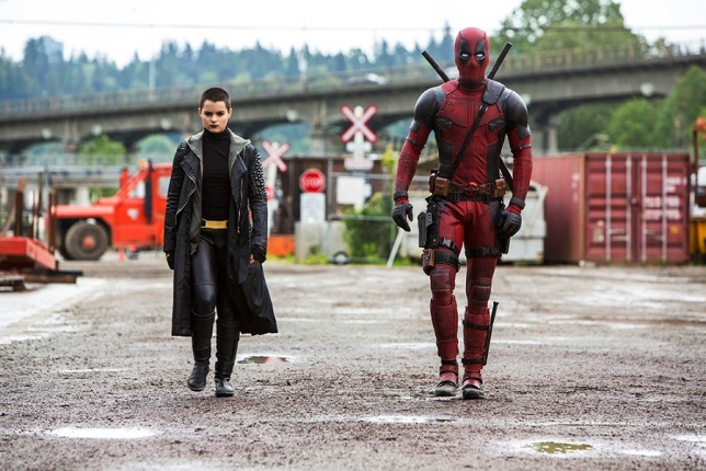Negasonic Teenage Warhead (Brianna Hildebrand) e Deadpool (Ryan Reynolds)
