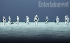 rogue-one-a-star-wars-story-stormtroopers-beach