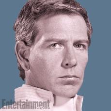 Orson Krennic (Ben Mendelsohn): É o principal vião do longa. Ele é o líder dos Deathtroopers que foram vistos no trailer. Ele está esperando para esmagar os Rebeldes com seus soldados para ganhar pontos com o Imperador e ao mesmo tempo para evitar a ira de Darth Vader. O bad guy torna-se mais aterrorizante quando ele é muito inteligente, e ele realmente é eficaz nisso. Há várias intrigas acontecendo no Império, com pessoas conspirando para sabotar os outros. Não há muita lealdade nesse conjunto.