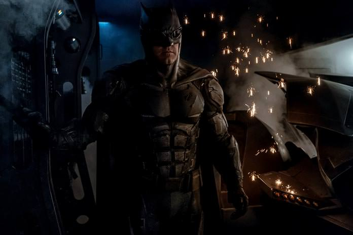 photo-tactical-batsuit-on-justice-league-set