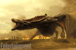 Emilia Clarke (Daenerys e Drogon)