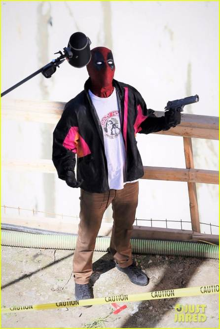 deadpool-2-ryan-reynolds-wields-a-gun