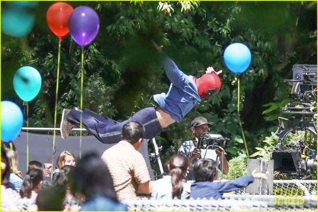 deadpool2-ryan-reynolds-deadpool-flies-into-a-kids-birthday-party-06