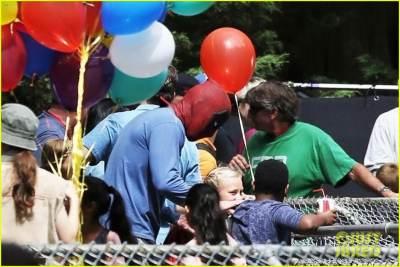 deadpool2-ryan-reynolds-deadpool-flies-into-a-kids-birthday-party-25