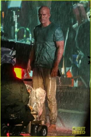 ryan-reynolds-deadpool-is-unmasked-for-rainy-sequel-scene-06