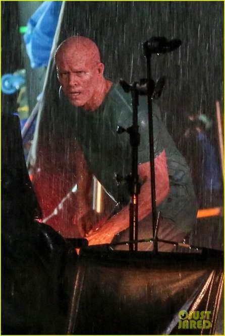 ryan-reynolds-deadpool-is-unmasked-for-rainy-sequel-scene-24