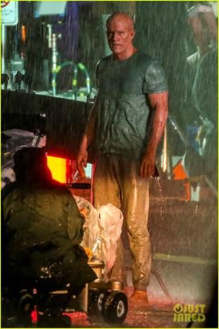 ryan-reynolds-deadpool-is-unmasked-for-rainy-sequel-scene-47