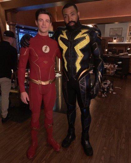 Grant Gustin (Flash) e Cress Williams (Raio Negro)